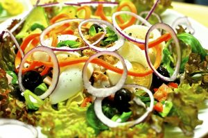 salad-plate-1095648_640