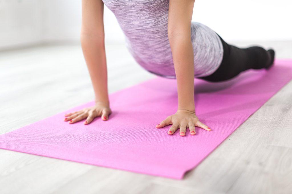 como endurecer los senos con ejercicios fáciles