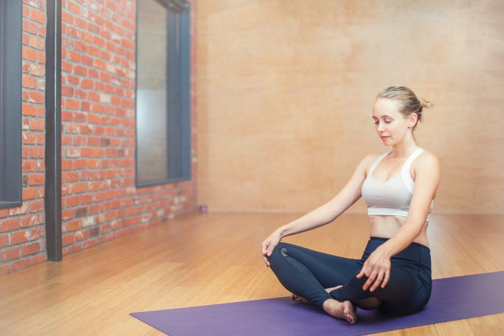 como endurecer glúteos con ejercicios en casa